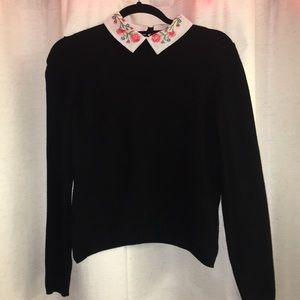 Sweater with floral embroidered collar
